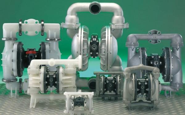 Sieben verschiedene Doppelmembranpumpen in Kunststoff und Metall Ausführung