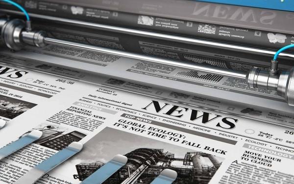 Tageszeitung mit der Headline NEWS kommt frisch aus dem Druck