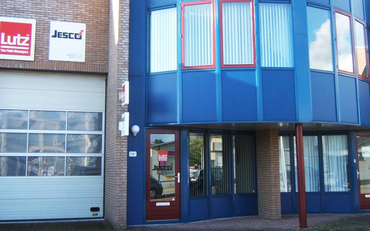 Firmengebäude von Lutz Pompen in Ridderkerk - mit halbrunder Fenster-Fassade